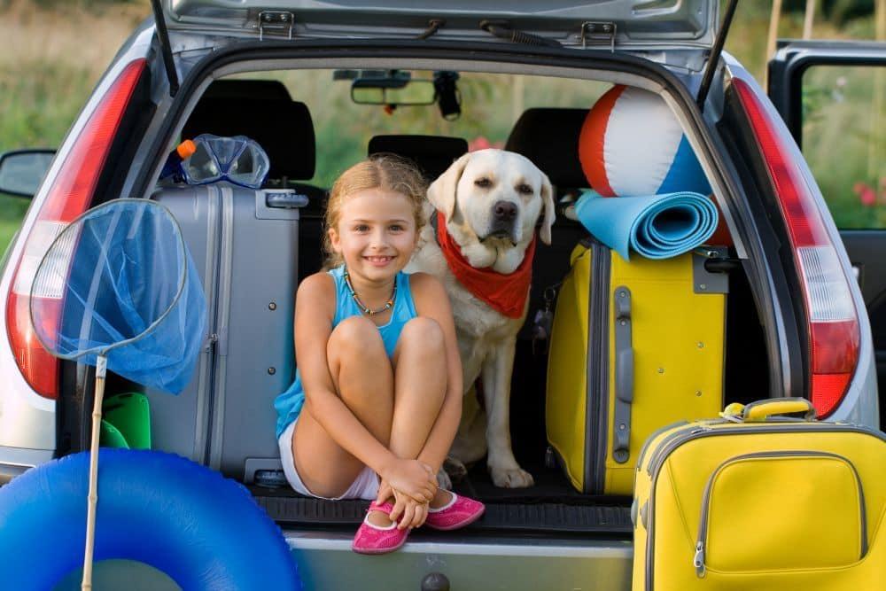 Mit Kind, Labrador und Auto in den Urlaub fahren!
